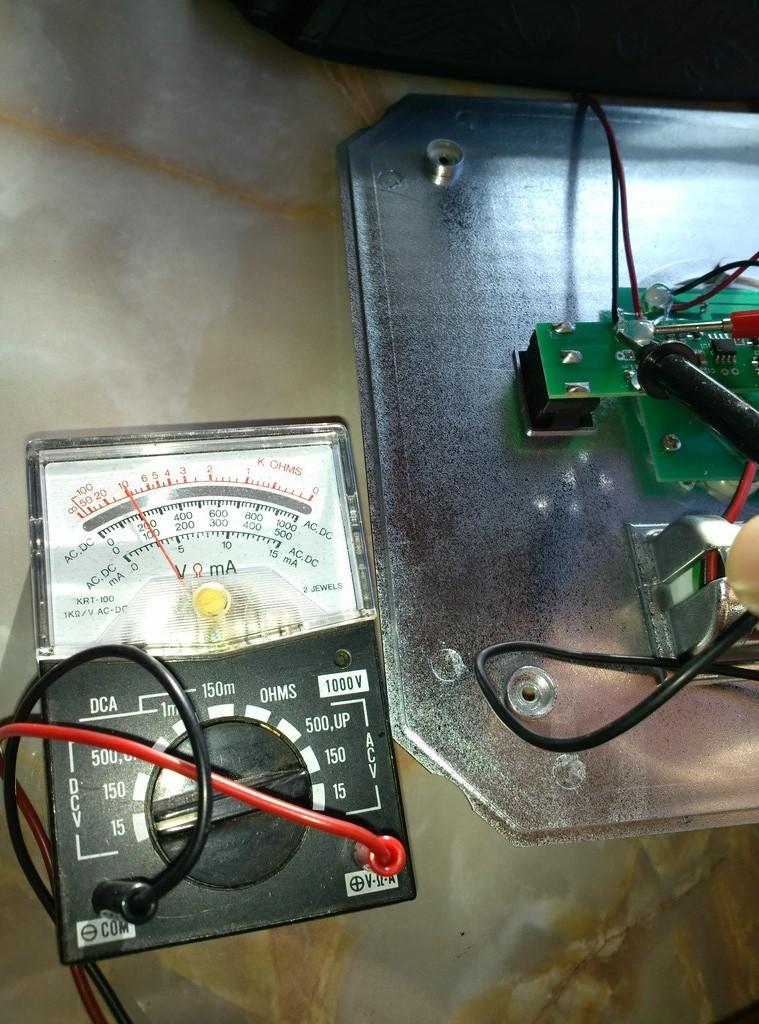 ソーラーガーデンライトを分解。電圧を測定してみる。